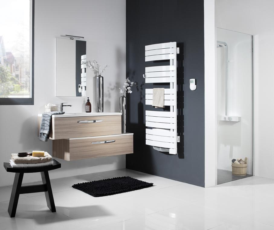 Sèche-serviettes NEFERTITI pivotant gauche 500 W + 1000 W blanc largeur 565 mm hauteur 1150 mm réf. 850315