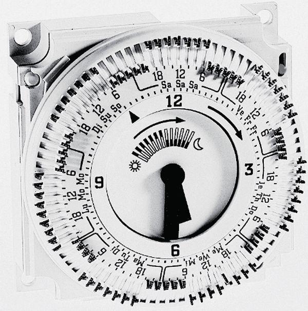 Horloge hebdom analogique commutation embrochable dans le RVP200.0 réf. BPZ:AUZ3.7