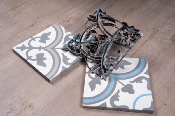 Carreau sol intérieur ciment CIMI06 - décor classique blanc cassé/gris foncé/bleu - 20x20 cm
