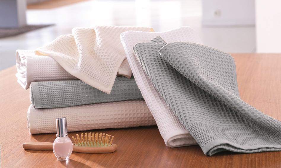 Gamme de serviettes de bain en nid d'abeille gris et blanc Tradition des Vosges