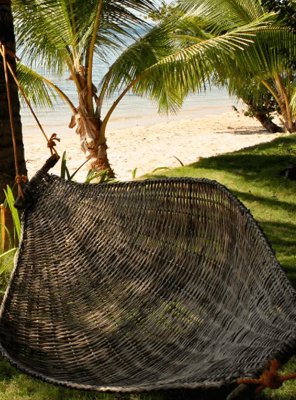 Hamac en bois tressé sur la plage