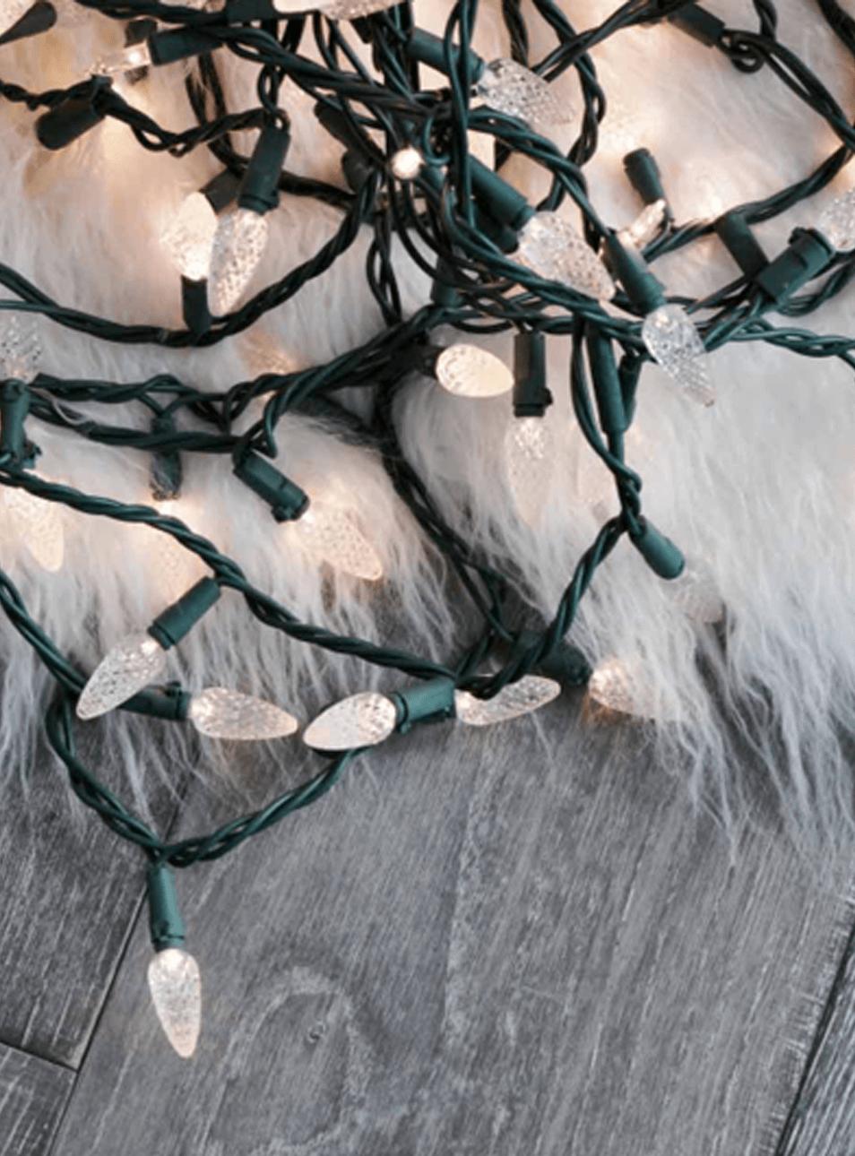 Guirlande lumineuse et peau de mouton